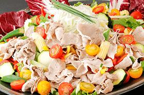 ●8月の姫蛍は、ビタミンたっぷりの「夏野菜の豚しゃぶサラダ」が登場!●