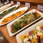 人気のサラダコーナーも、新鮮な野菜や食材にこだわり一つずつ手作りしております♪