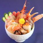 天拝の郷がリニューアルオープン致しました。温泉の営業時間も変わり、新たな名物となるお食事処や「食市場」では新鮮な鮮魚・野菜・生花も登場!
